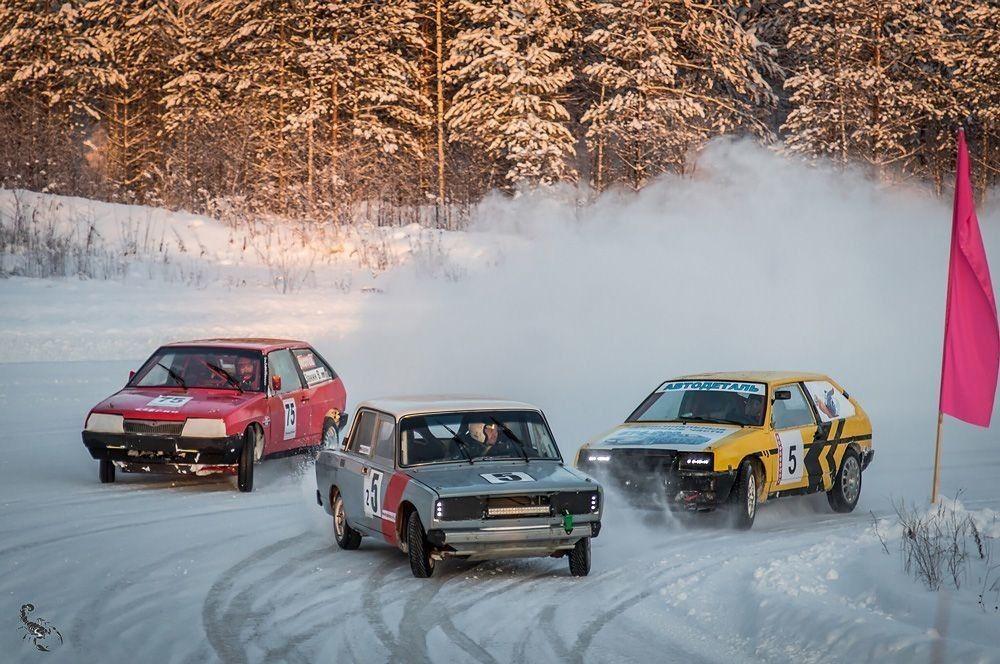 Под рев моторов: ледовые гонки на Кубок главы Вельского района